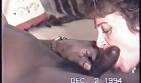 Bibi Sonya ingin anda untuk menyebarkan bibir dan video sex montok jilat memek nya.